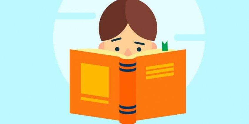 Menino estudando lendo livro